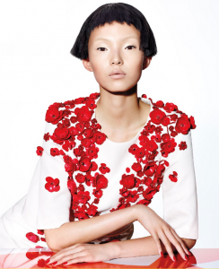 La modelo Xiao Wen fotografiada por Richard Burbridge para Vogue China enero 2015