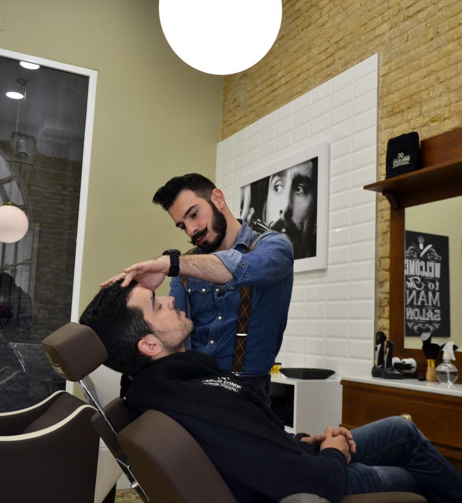 Recuperando el viejo oficio de barbero. FotografÍa Feedback Comunicación. JPG
